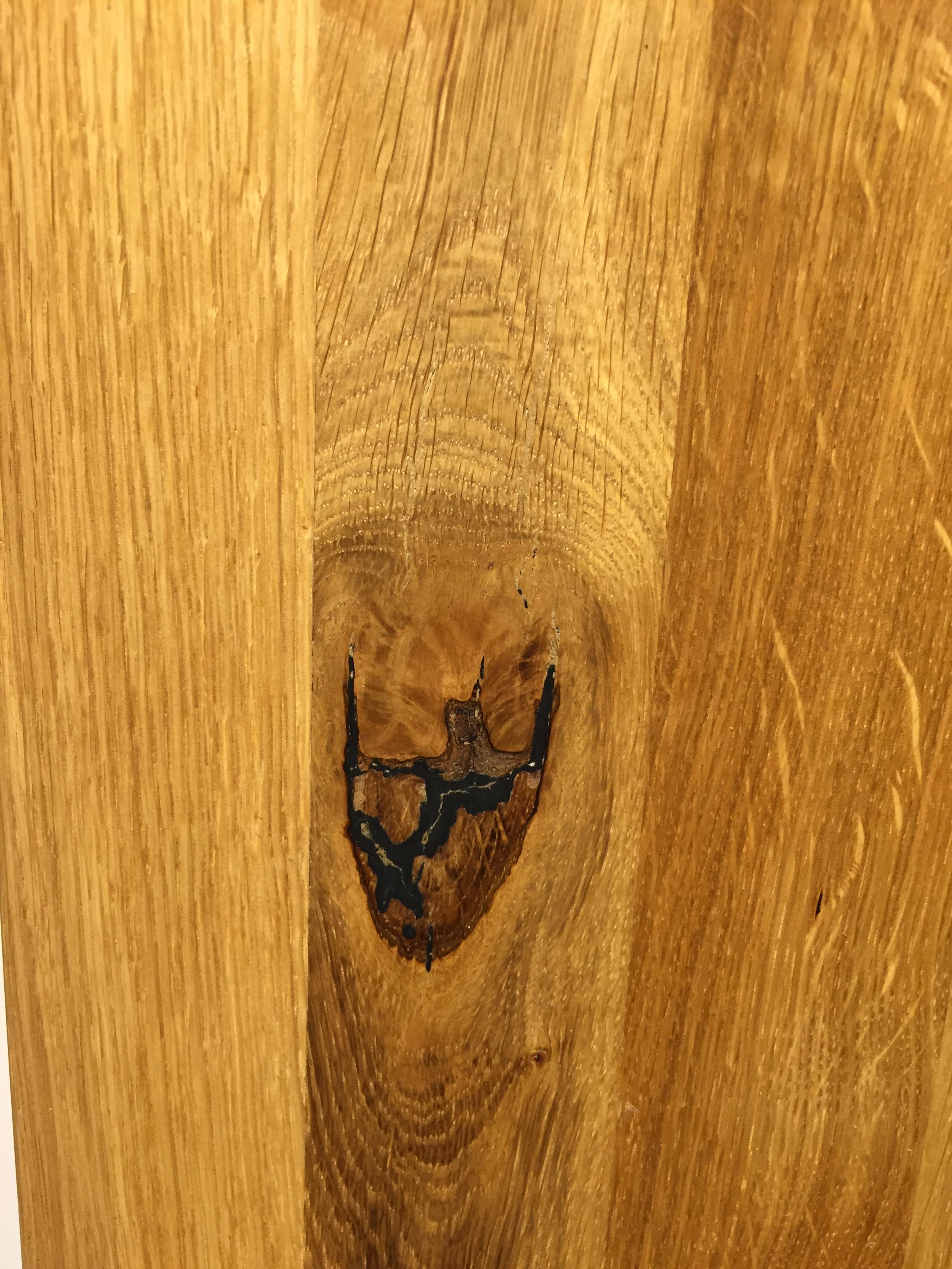Abb. zeigt eine mögliche Farb- und Holzgebung.